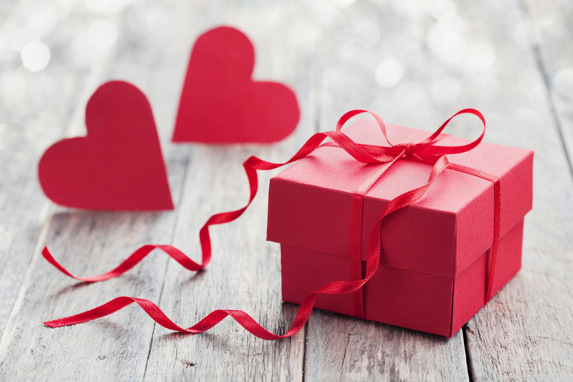 Sevgililer Günü'nde Hediye Alma Fikirleri